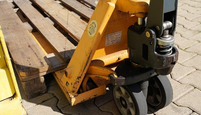 Purchase of a Pallet Truck: 5 Questions to Guide You